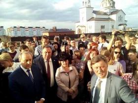 Embedded thumbnail for Валерий Радаев на встрече с жителями в Солнечном-2