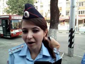 Embedded thumbnail for Блогер-журналист устроил полицейским экзамен на знание законов